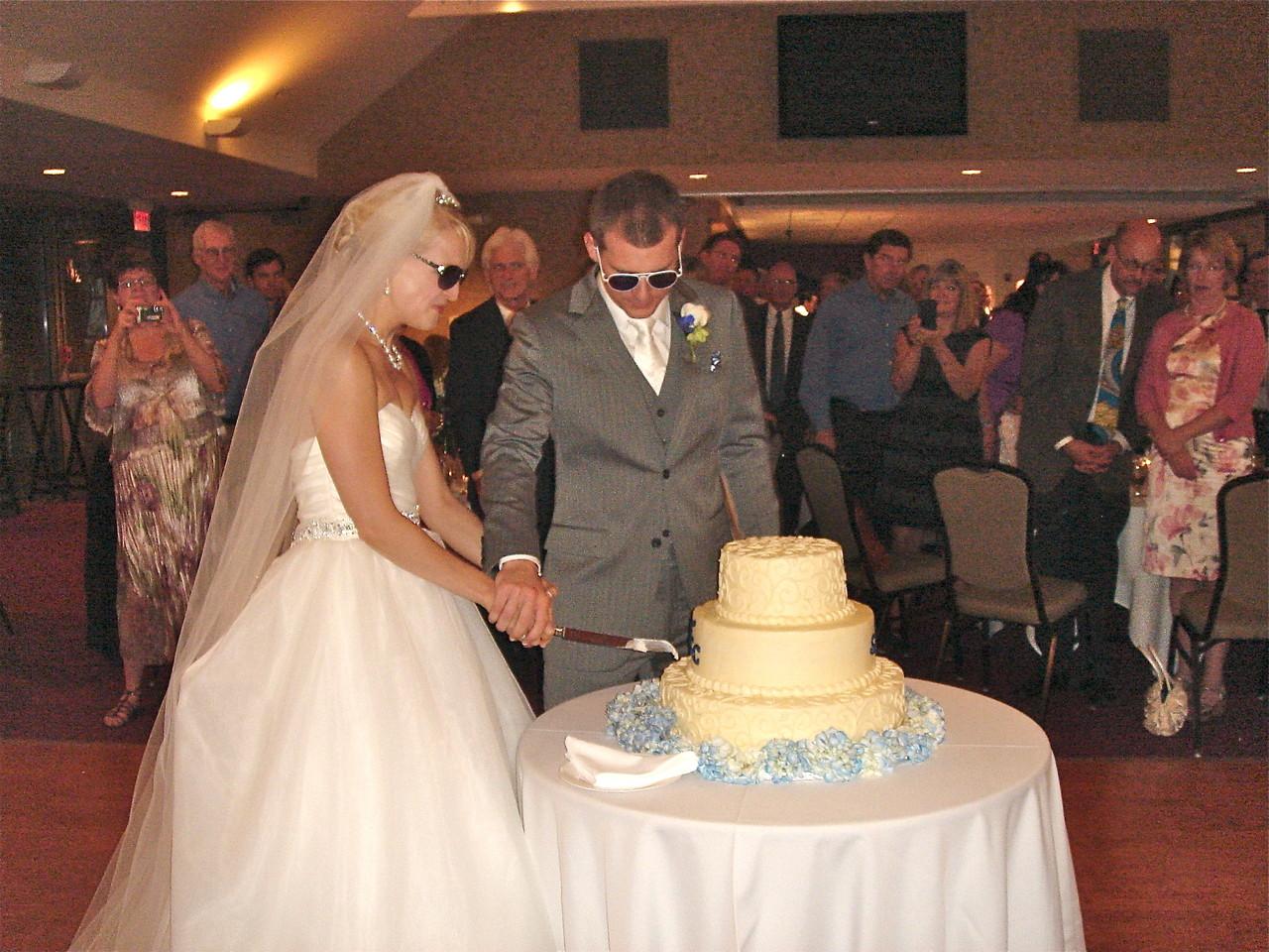 Sarah & Corey cut the cake