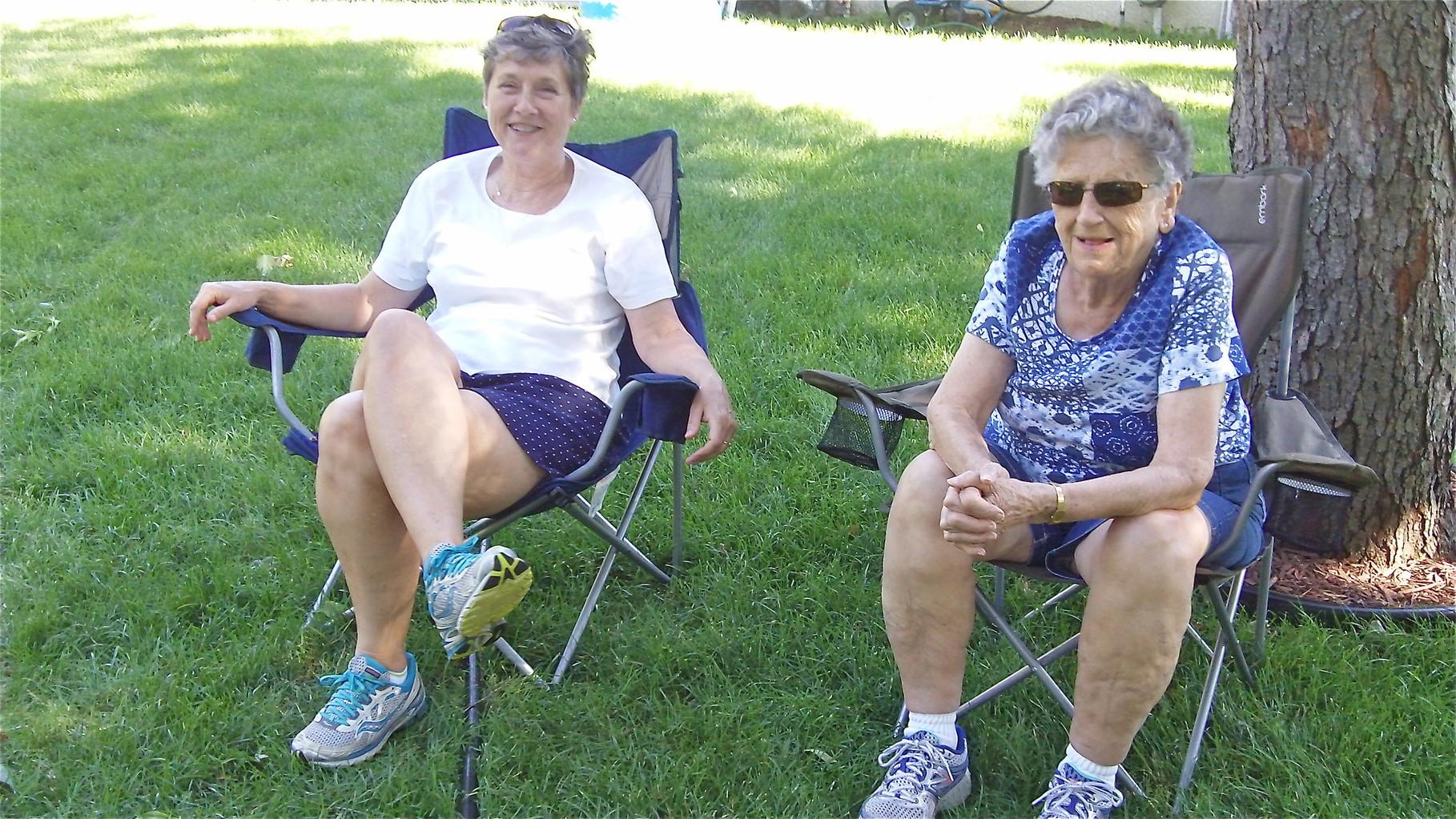 Cindy & Mary Lou keep score.