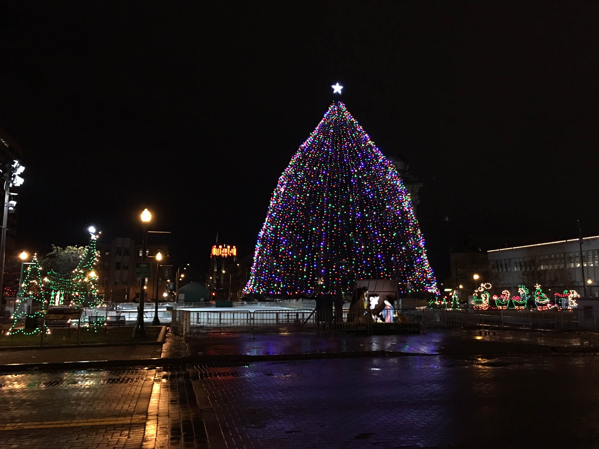 Syracuse's Xmas display downtown, Nov. 2016