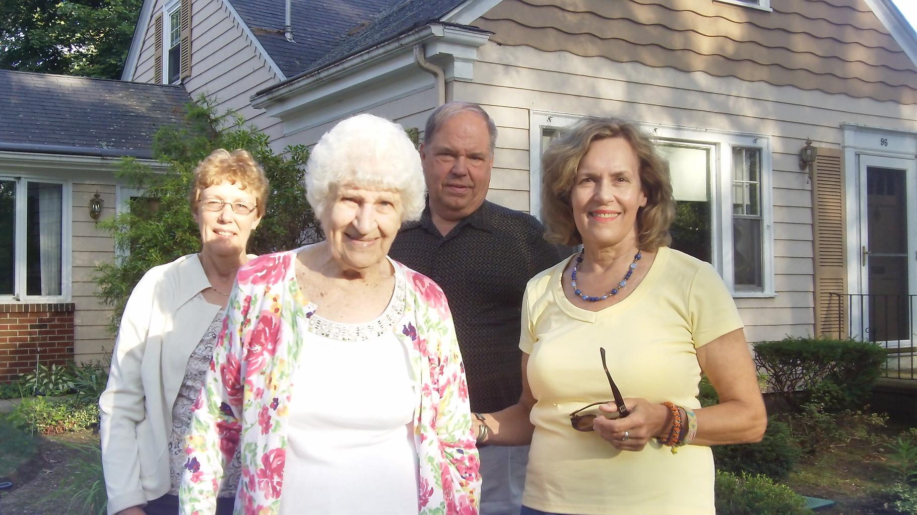 Karen, Detta, Tom & Lorraine