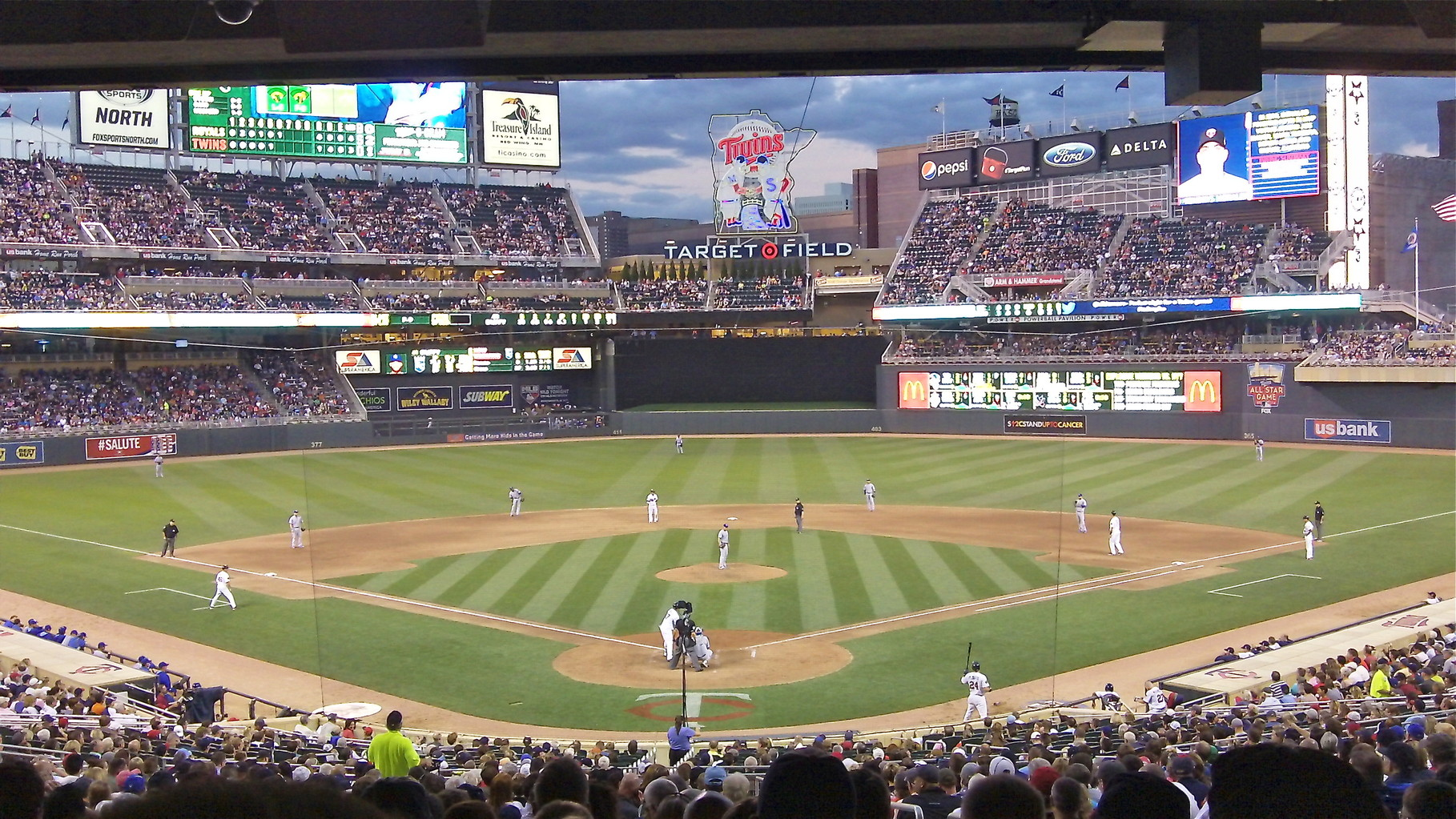 A perfect evening of baseball at the Target Stadium, ex. that the Twins lost the the KC Royals