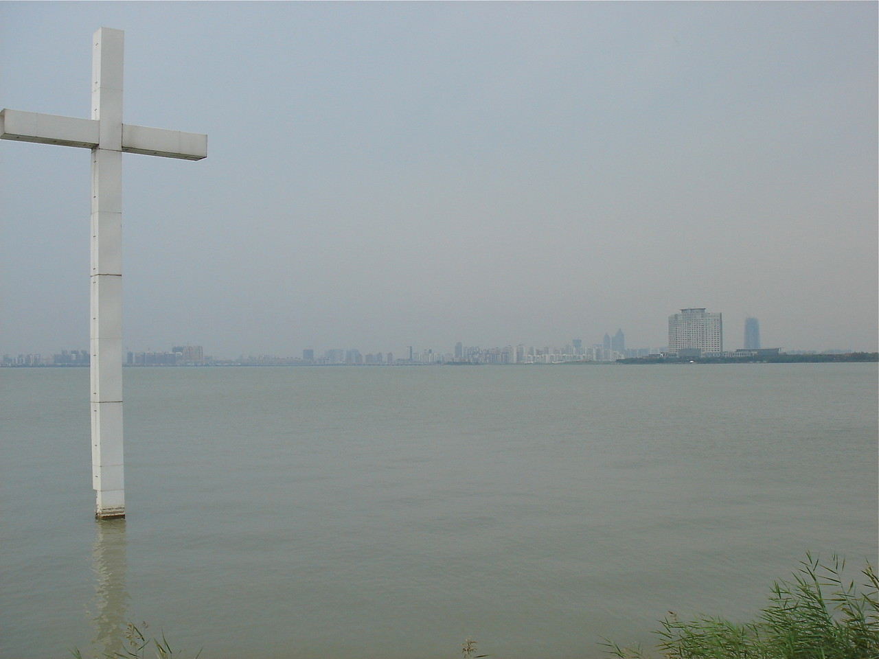 Dushu Lake Cross