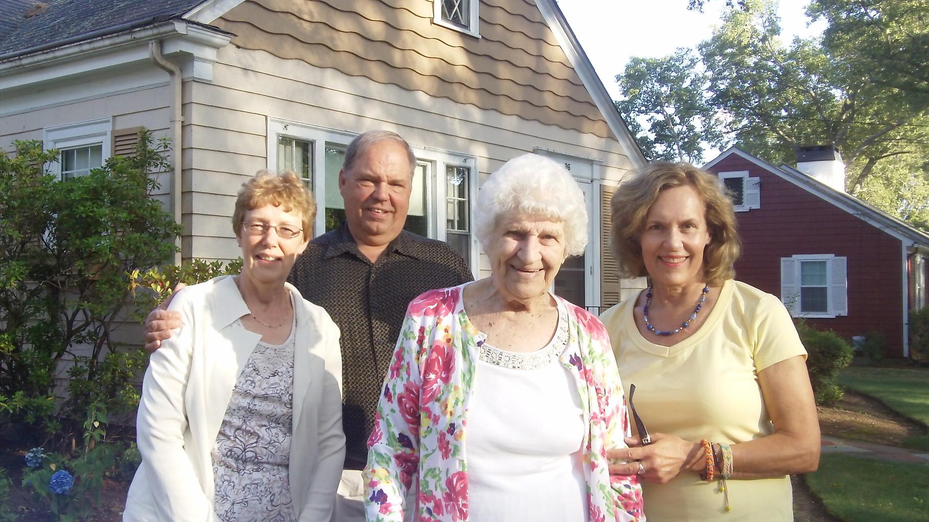 Karen, cousin Tom, Aunt Detta, & Lorraine Gudas, at Detta's home, August, 2015