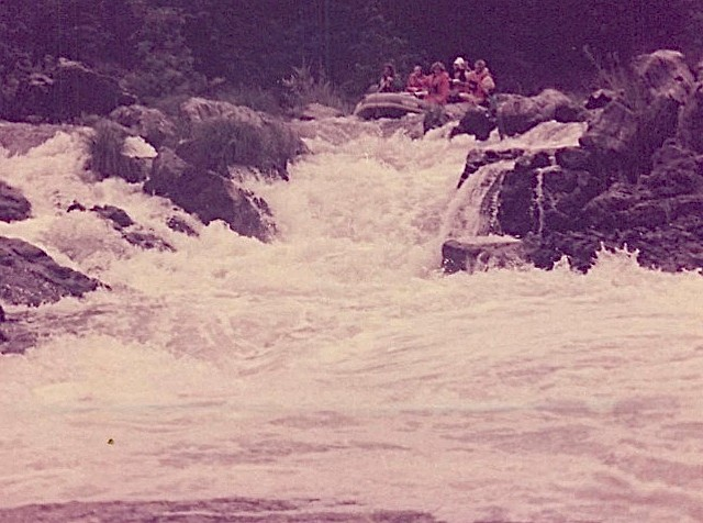 Raft approaching Rainie Fall, 9/1978 Steve Carlson & Lorraine Gudas in front