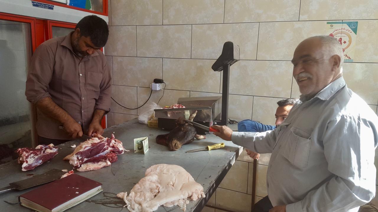 So kauft man hier Fleisch, der Ziegenkopf wurde uns leider vor der Nase weggeschnappt. Schade, schade.