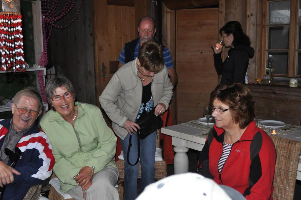 im Vordergrund Bruno Aebischer mit Kathrin Weibel, Ruth Kyburz und Claire, im Hintergrund Werner Kyburz und Christine