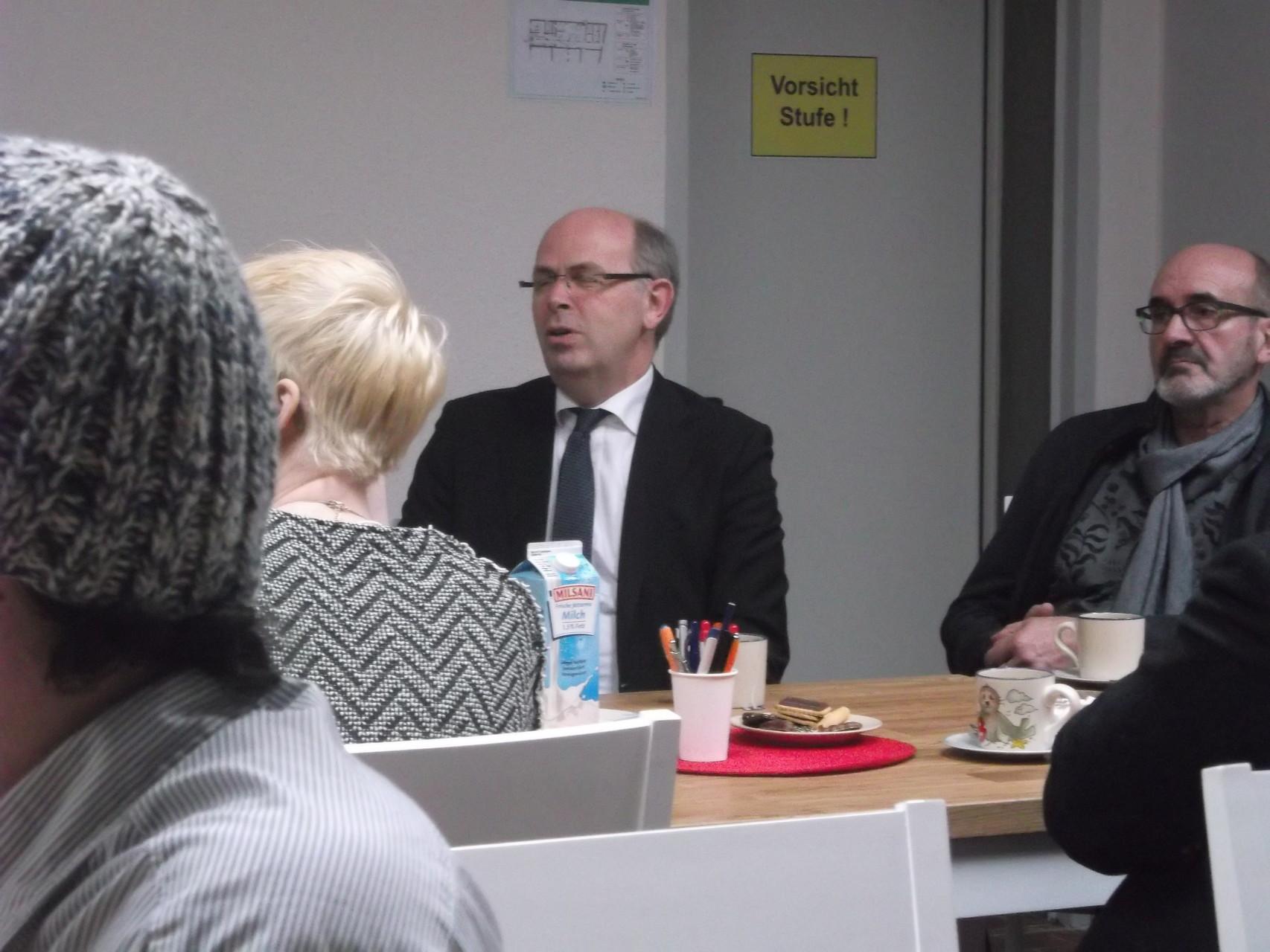 Bischof Gothart Magaard im Gespräch