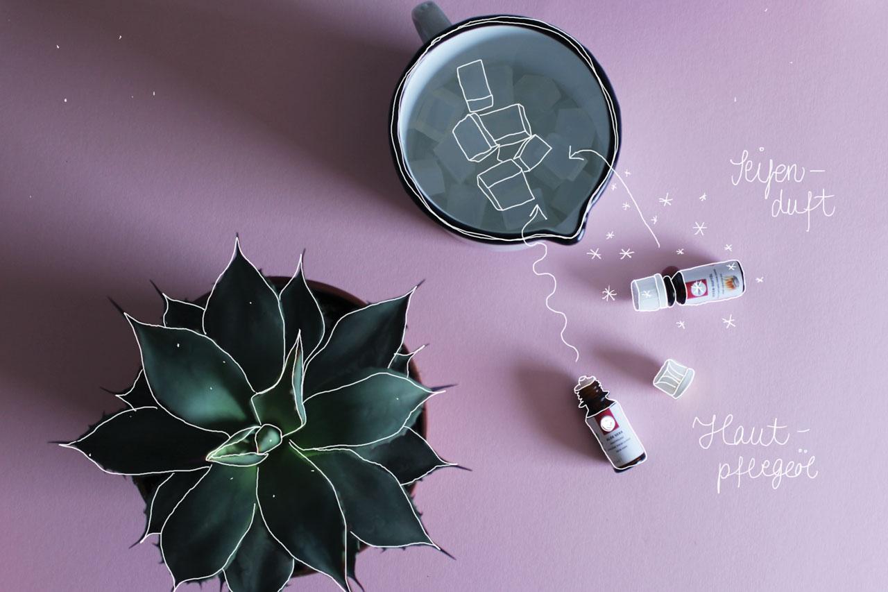 ..., das Hautpflegemittel und den Duft beimischen. Das Verhältnis ist auf der Verpackung angegeben und liegt ungefähr bei 1-3 Prozent der verwendeten Seifenmenge. Wer möchte kann die Masse auch noch mit Glitzer verzaubern.