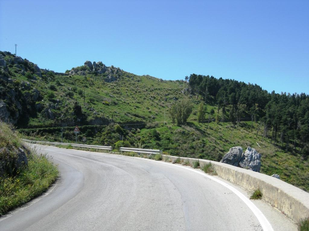 Die Straßen sind im Vergleich zu Sardinien-Italien nicht so gut, aber momentan sind sie noch ganz passabel