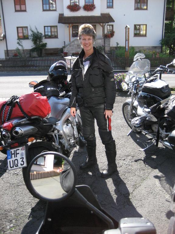 Im August 2010 fahre ich mit meiner Tochter estmalig bei einem Motoradreise-Anbieter mit. Eine Vier-Tagestour Rhön/Vogelsberg