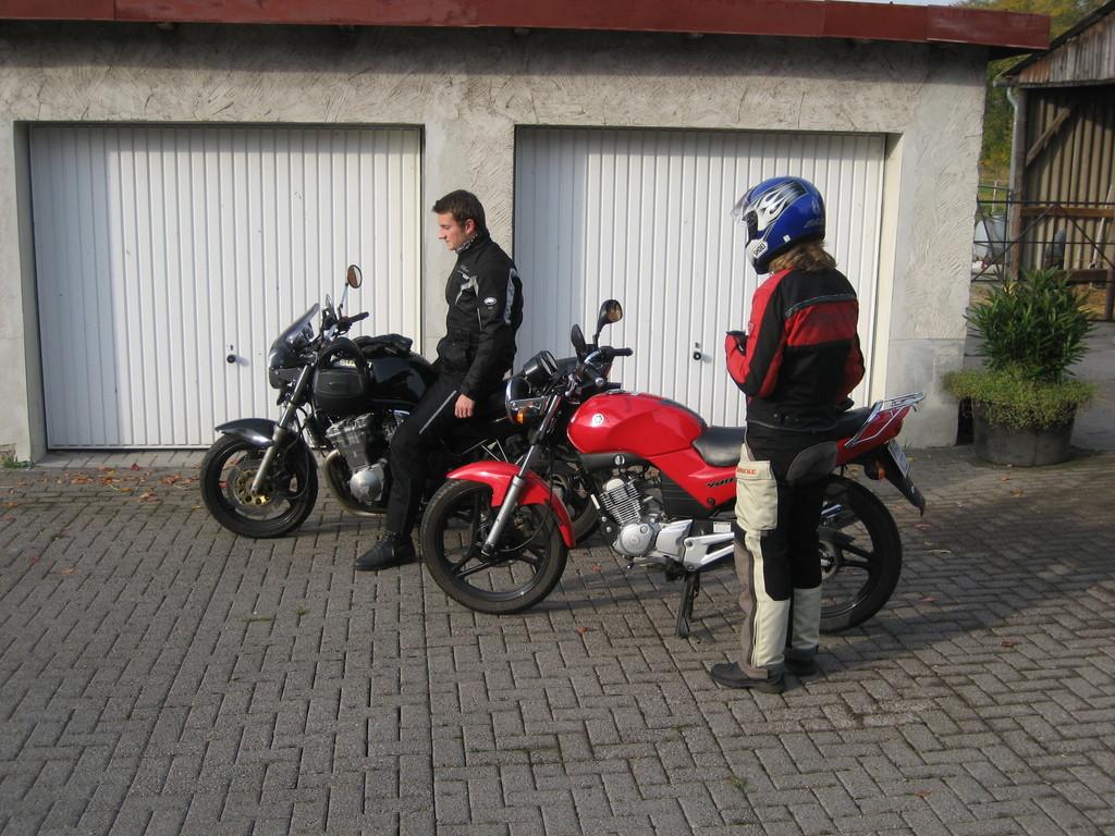 """2008 - Im Herbst besuchen wir in Schauenburg-Breitenbach (Hessen) unser Tourenfahrer-Lieblingshotel """"Fritze´s Goldener Stern"""" zusammen mit den Kids"""