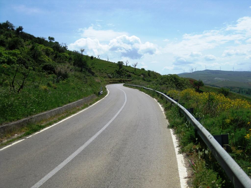 Gute Straßen mit immer durchgehzogenen Linien