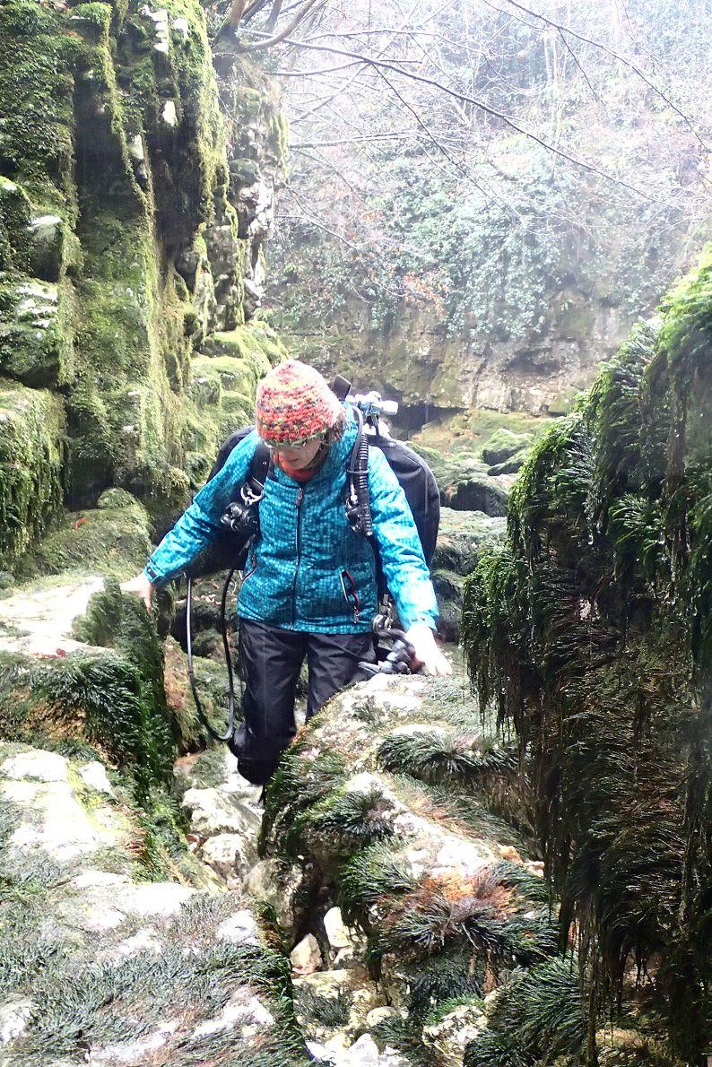 ...der Weg durchs glitschige Flussbett zur Elefante Bianco  bei Dauerregen ist ganz schön anstrengend.