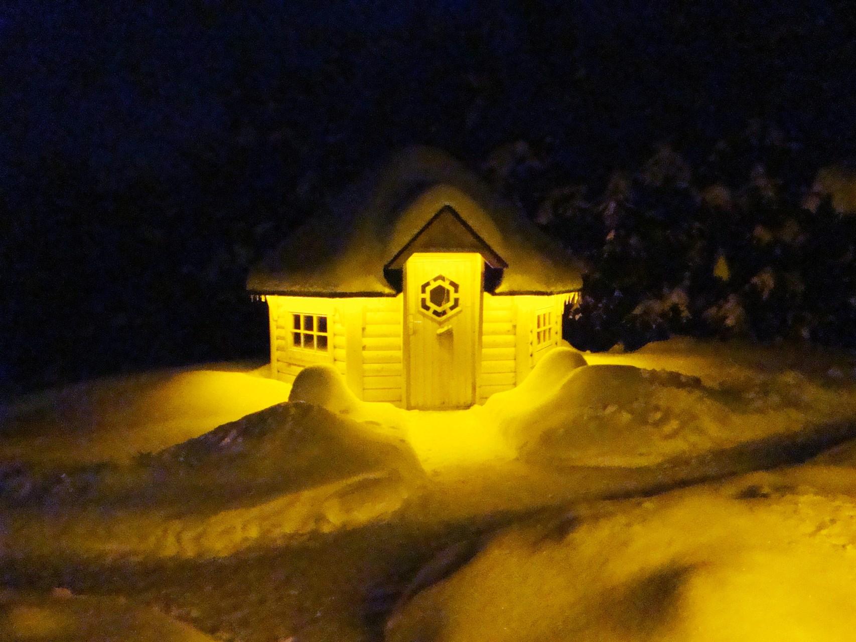 Grillhütte bei Nacht