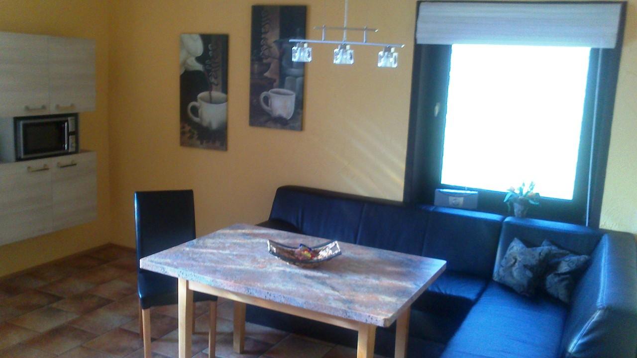 EG App. Wohnküche, Sitzecke mit TV