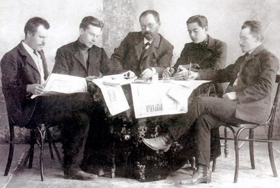 Редакція газети «Голос Приуралья», серпень 1909 р. Володимир Нос – другий зліва