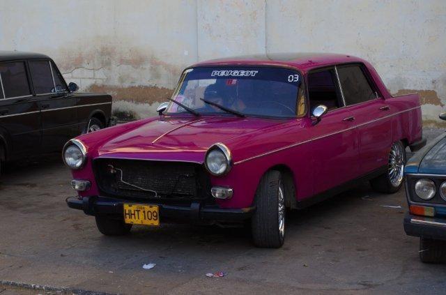 Une Peugeot 404 !!!!