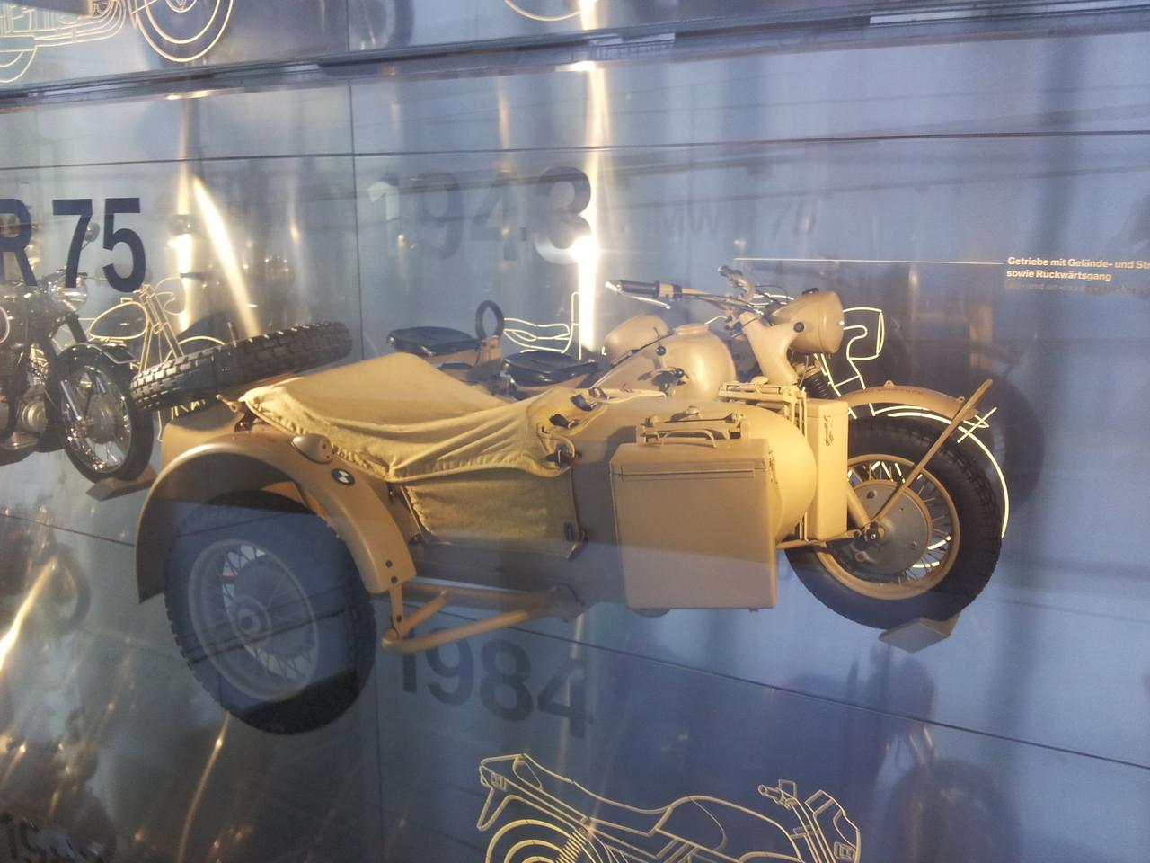 La même moto qu'Edgar dans les Aristochats!(Edgar, c'est le méchant)