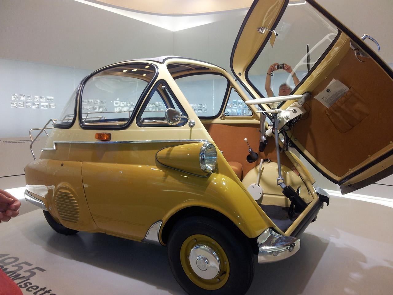 Ce modèle n'as marché qu'en France et il a bien 4 roues!!!!