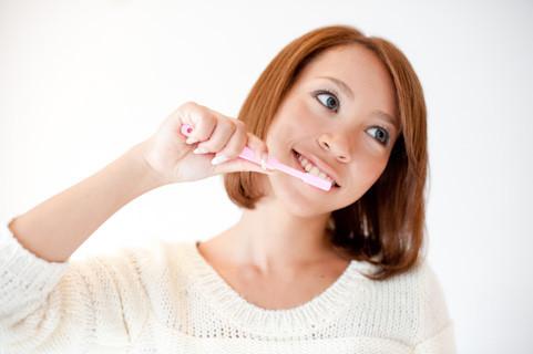 まずは、毎日のホームケア(歯ブラシ・フロス・歯間ブラシ等)が大切です。
