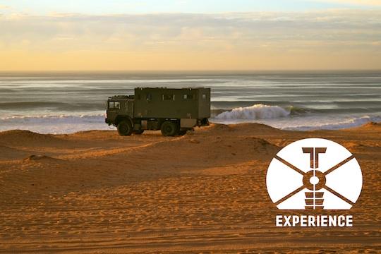 """Expeditions Vehicle """"tesomobil"""" on the baech / Expeditionsmobil am Strand - für echte Weltreisemobile dank Allrad kein Problem - sofern sie so weit kommen"""