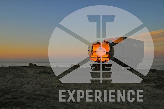 """Dirt Road Expeditionsfahrzeug """"tesomobil"""", Allrad-Wetreise-Fahrzeug-Mobil mit Meerblick weltweit-unterwegs von Toe-Experience, Komfortable Wohnkabine und weltreisetaugliche Technik."""