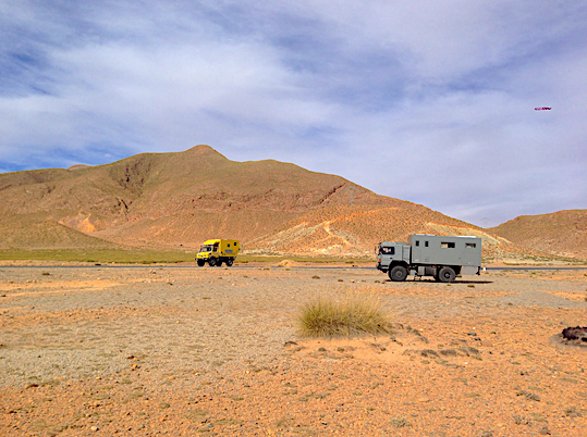 Overlander Meeting in the desert Expedition Vehicle Meeting Expedition Truck Boondocking Overlanding Travelling Experience Expedition Overland Travel in expeditiontruck tesomobil world wide best expedition camper insane quality stability self-sufficiency