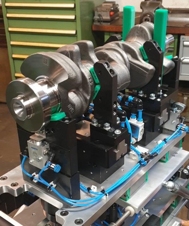 pneumatische Beschickungseinheit für eine Kurbelwellenmessmaschine