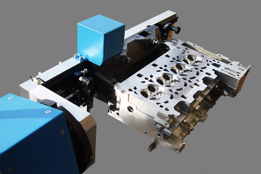 Mobile rotation device for cylinder head