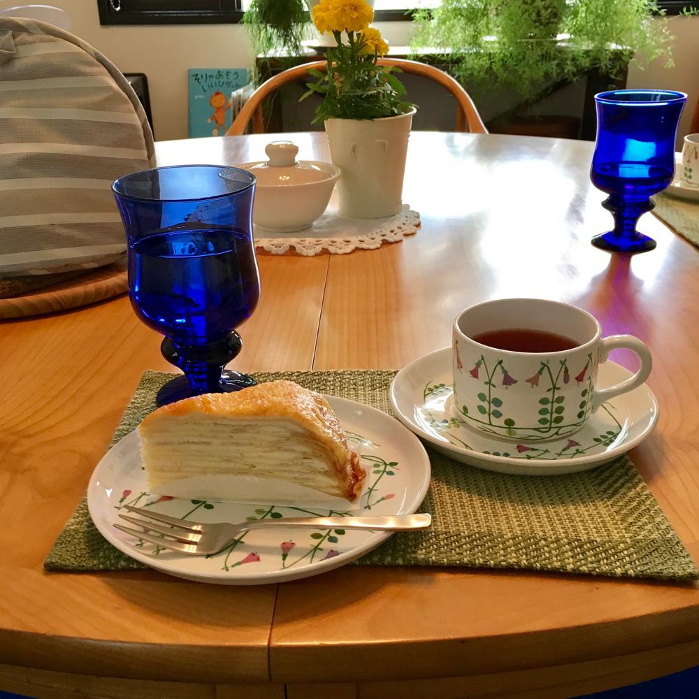 5月9日、自宅サロンでのヒューマンデザイン「LYDコース」でのお茶タイム。わたしの好物ドトールのミルフィーユ&ジャワティーでおもてなし❤︎