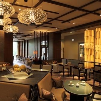 京王プラザホテル内にある3つのラウンジの中のひとつ、アートラウンジ『デュエット』にて優雅なセッションタイムを・・・♪