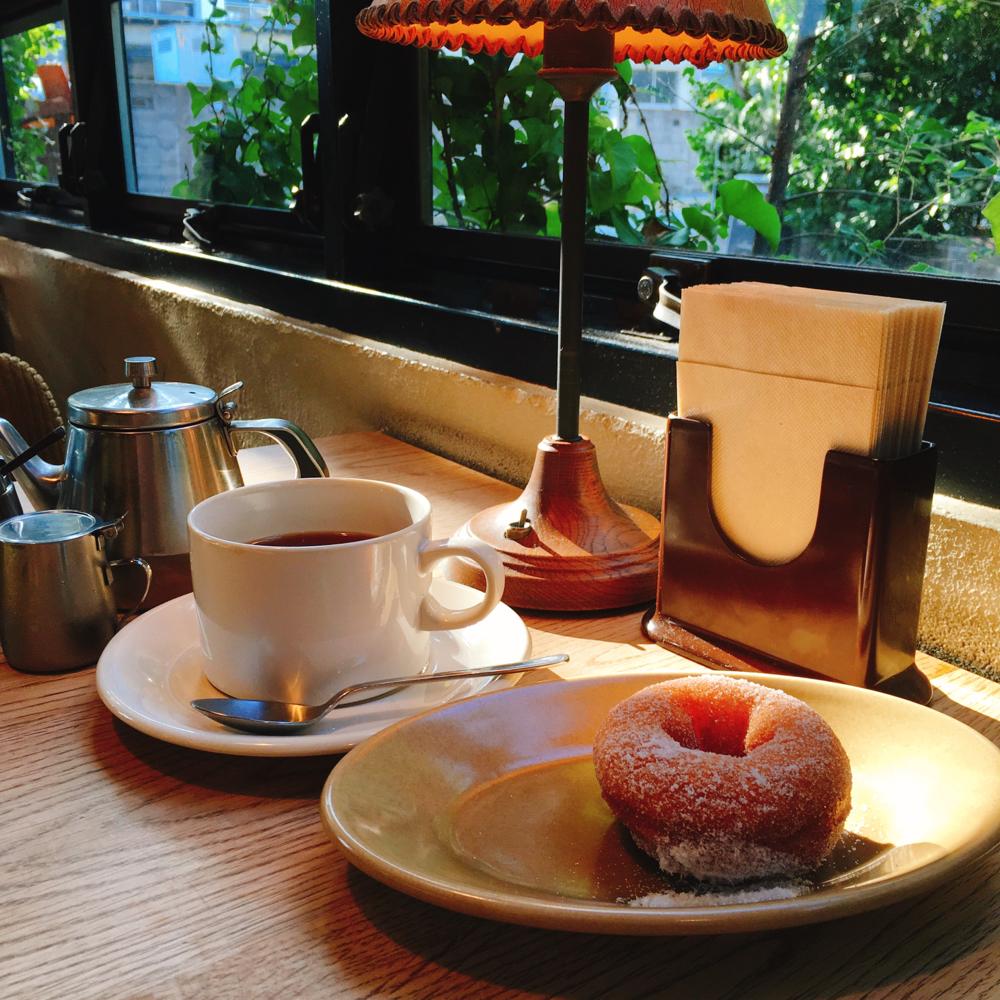 この写真は、大阪の「TRUCK」のCafeである、「bird」でのショットです。今後は、新しいカフェ写真はなかなか上げていけないと思うので、これまで撮った中で、「そういえば、まだお見せしていなかったな」という、大好きなシーン写真をどんどんUPしていきますね♪