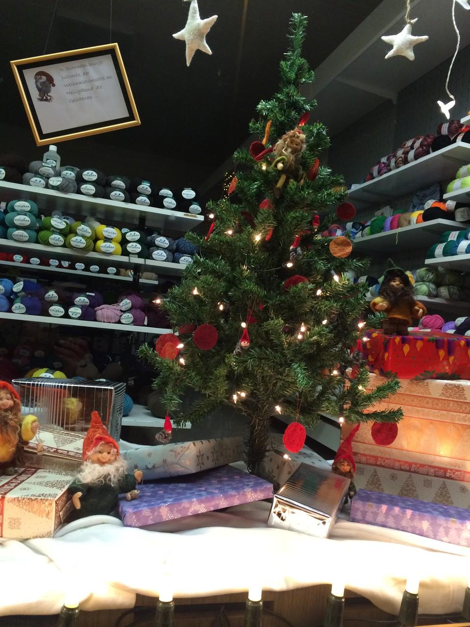 Filzzwerge bringen die Geschenke