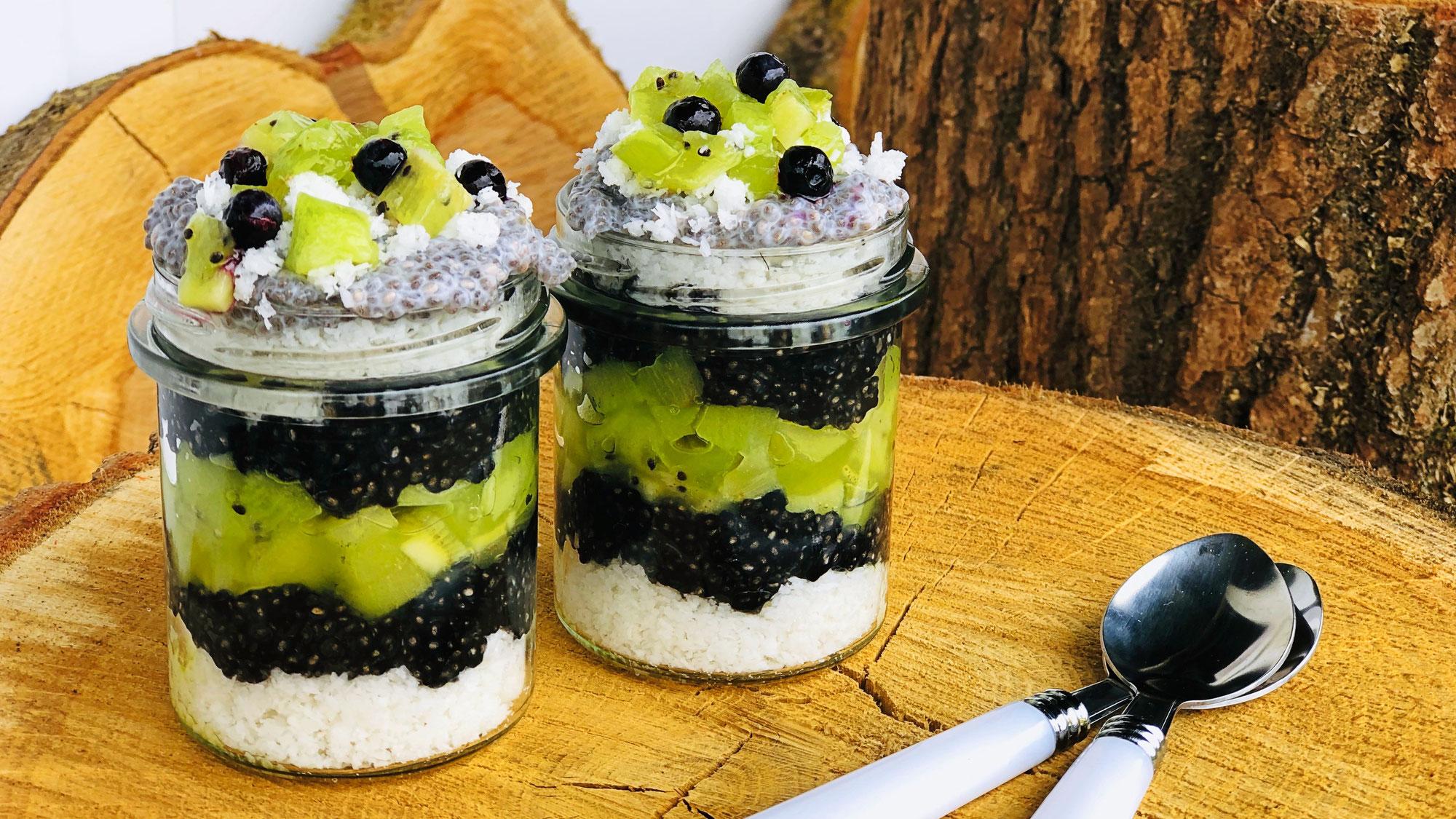 Chia - Kokos - Pudding schwarz/weiss
