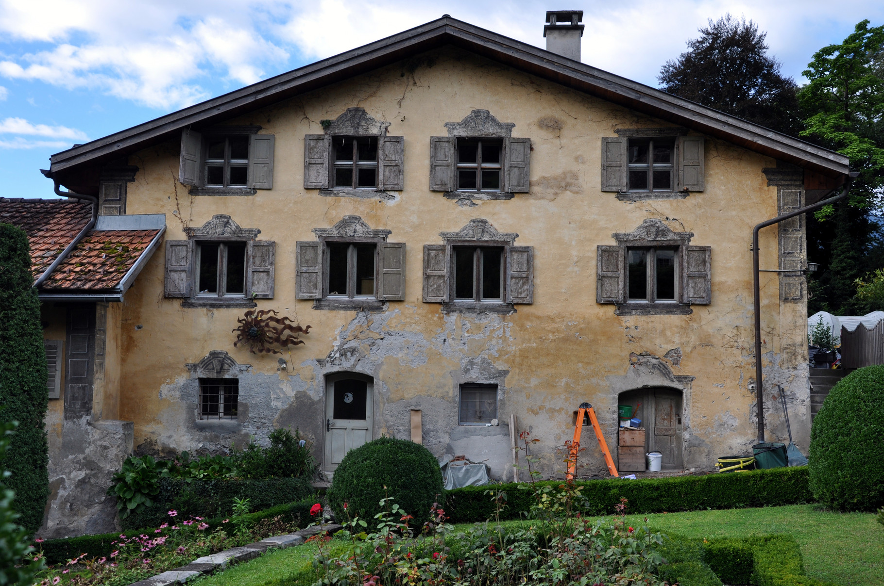 Ostfassade Haupthaus vorher