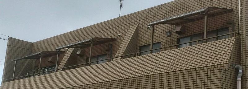 バルコニー屋根を3台設置
