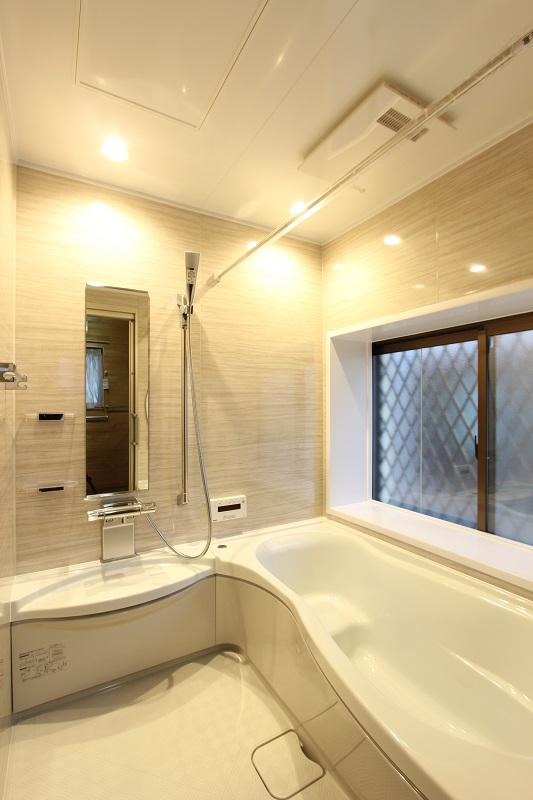 タイル張り浴室から人造大理石バスタブのシステムバスへ【古賀市 O様邸】