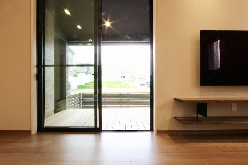 室内と屋外の間にもう一つの自由なスペース