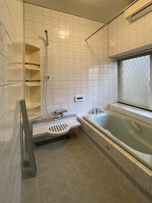 タイル張り浴室 解体前