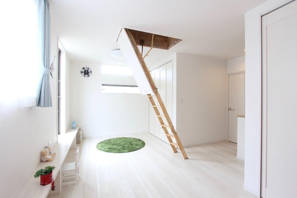 屋根裏部屋付き子供室