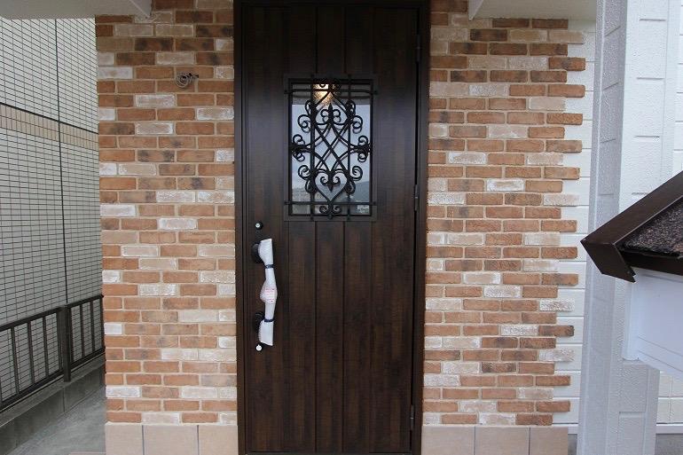 鋳物装飾デザインがおしゃれな玄関扉へ【那珂川市 K様邸】
