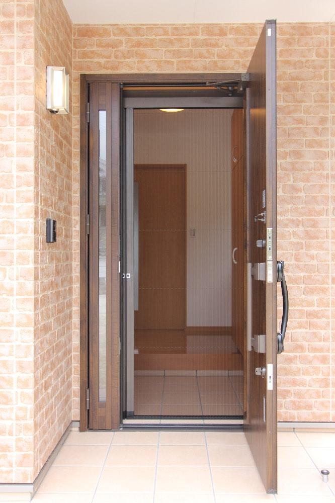 玄関ドア(網戸付き)