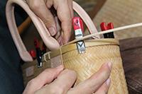 22.籐材を作って竹鞄に巻く