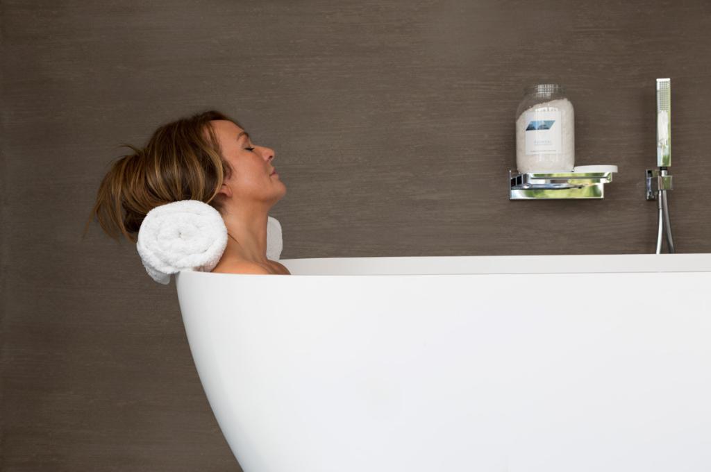 Magnesium kristallen worden gebruikt in een ligbad of voetbad, voor een milde opname via de huid