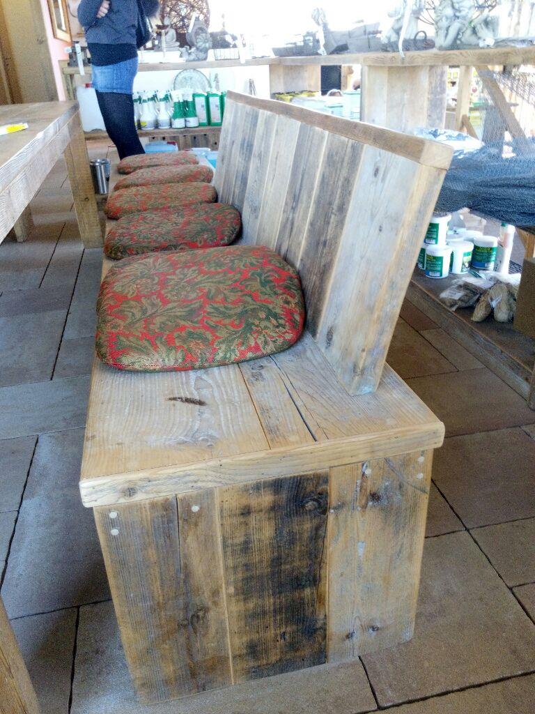 Echbank mit Tisch aus recyceltem Altholz