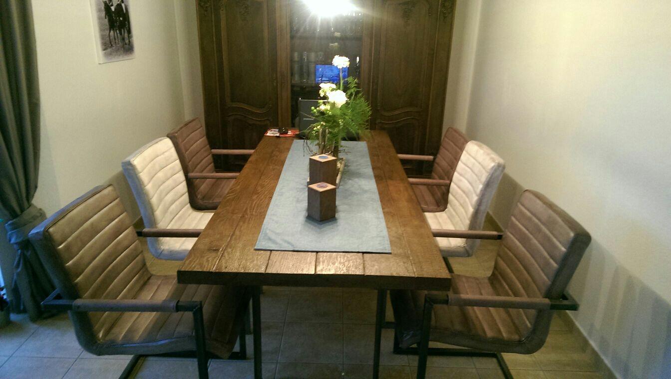 Festlicher Esstisch aus Altholz nach Maß