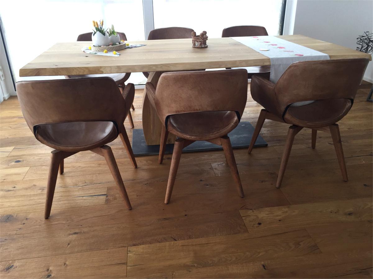 Massiver Esstisch aus alter Eiche