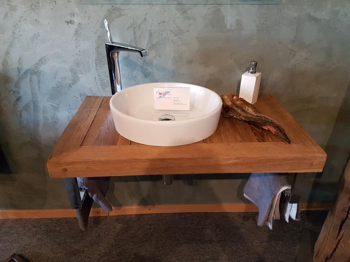 Waschtisch aus Altholz Eiche mit Aufsatzwaschbecken