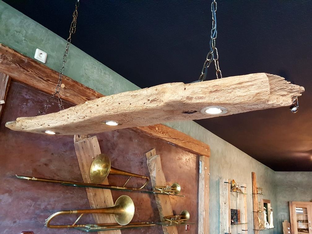 Balkenlampe aus alter Eiche nach Maß