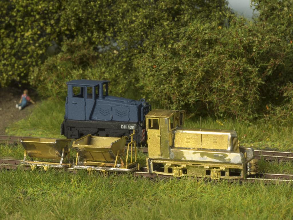 TTf-Feldbahnzug bestehend aus BNE50 und zwei Loren